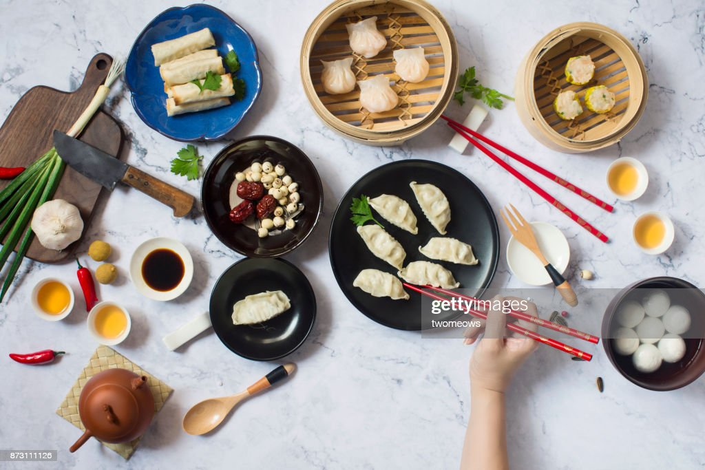 Flat lay Chinese new year reunion dinner, food and drink. Marble top background. : Stock-Foto