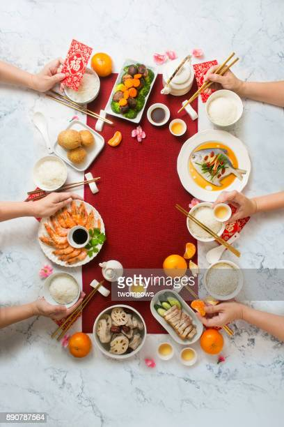 flat lay chinese new year reunion dinner, food and drink. marble top background. - wiedersehenstreffen stock-fotos und bilder