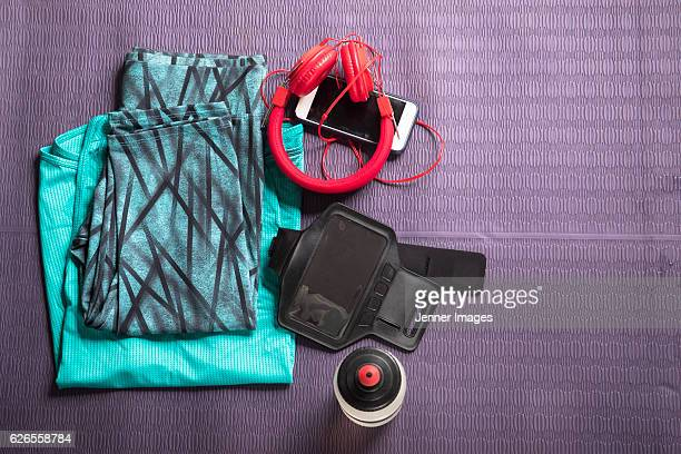 Flat Lay image of sports clothes on a fitness mat.