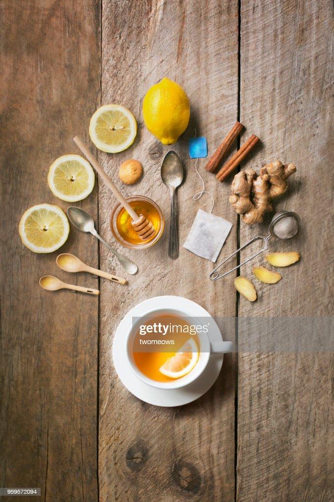 Flat lay of honey lemon ginger tea. : Stock-Foto