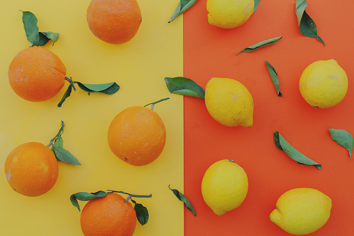 flat lay organic oranges and lemons in a colorful background - gettyimageskorea