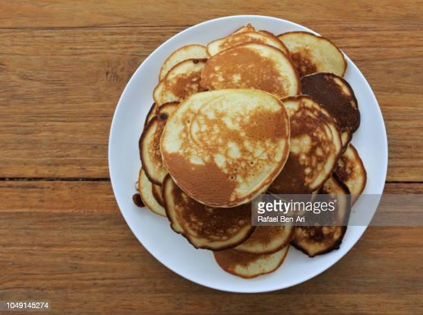 flat lay view of pancake - rafael ben ari stockfoto's en -beelden