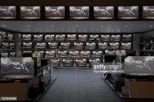 flat panel televisions in electronics store - electronics store imagens e fotografias de stock