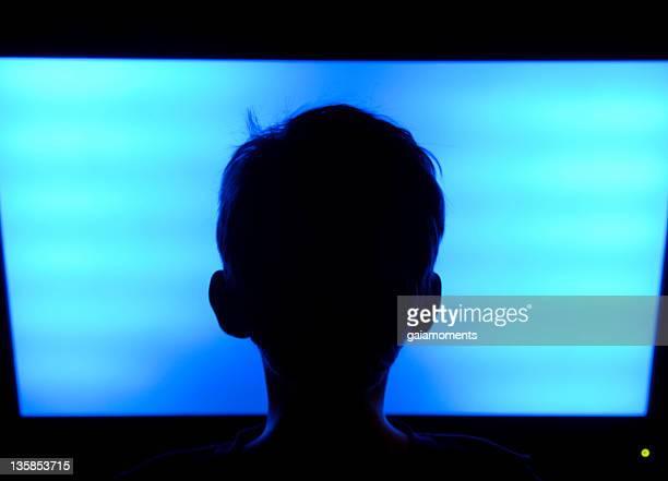 Televisor con pantalla plana de niño