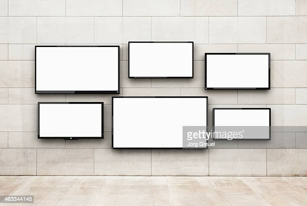 flat screens hanging on a wall - televisor - fotografias e filmes do acervo