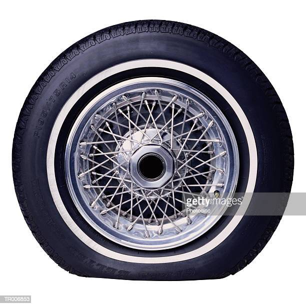 flat tire - flat tire stock pictures, royalty-free photos & images
