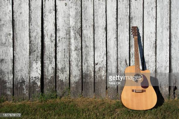 Acoustic Guitar Wallpaper Photos And Premium High Res Pictures Getty Images