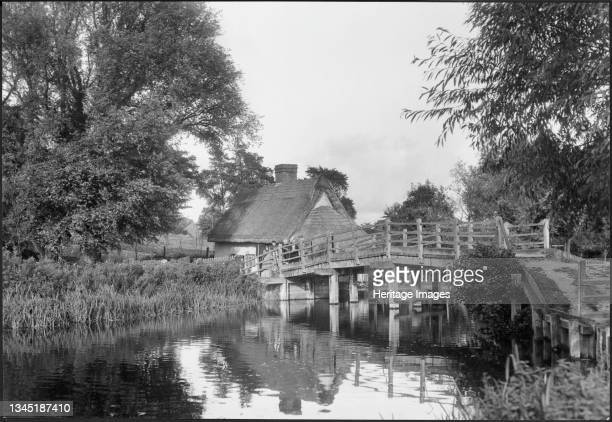 Flatford Bridge, Flatford Mill, East Bergholt, Babergh, Suffolk, 1930-1946. Flatford Bridge and Bridge Cottage viewed from the south bank of the...
