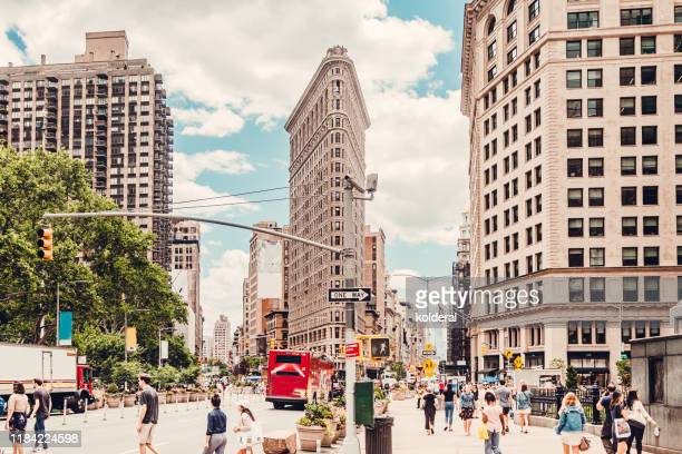flatiron building in midtown manhattan - fifth avenue stock pictures, royalty-free photos & images