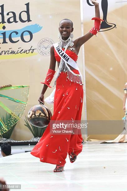 Flaviana Matata Miss Universe Tanzania 2007 wearing national costume