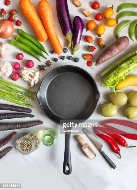 flay lay fresh uncooked vegan food still life. - cortando atividade - fotografias e filmes do acervo