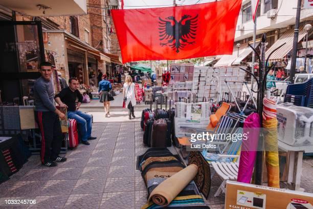 flea market in tirana - bandiera albanese foto e immagini stock