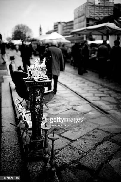 mercato delle pulci-milano. bianco e nero - navigli milano foto e immagini stock