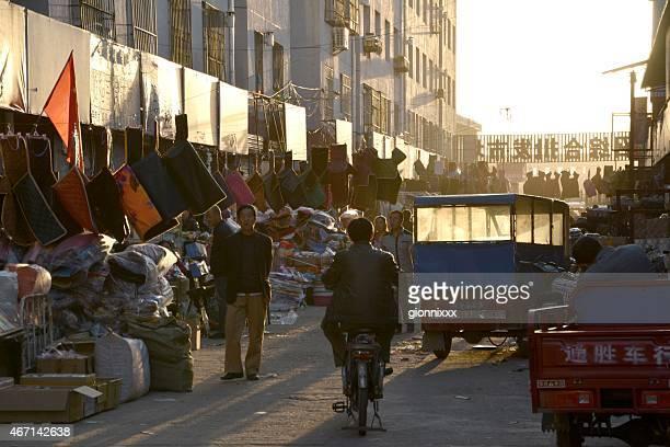 mercado de pulgas de rua, interior da mongólia em hohhot-china - hohhot - fotografias e filmes do acervo