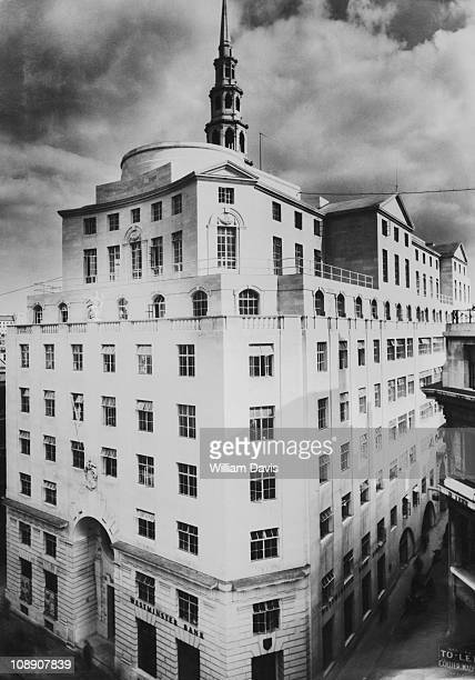 Fleet Street in London, sometimes known as the Reuters Building, circa 1935. Designed by Sir Edwin Lutyens in 1930, it houses a branch of the...