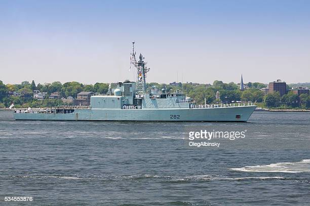 nyc fleet week 2016, canadian destroyer hmcs athabaskan (d 282). - athabaskan stock pictures, royalty-free photos & images