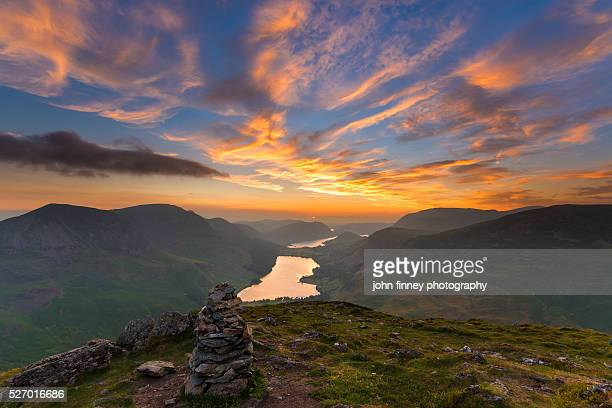 fleetwith pike sunset. buttermere lake. lake district national park. uk. europe. - lake district stockfoto's en -beelden