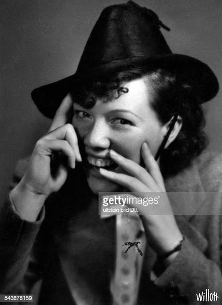 Flickenschildt Elisabeth Actress Germany*Portrait Photographer Charlotte Willott 1939Vintage property of ullstein bild