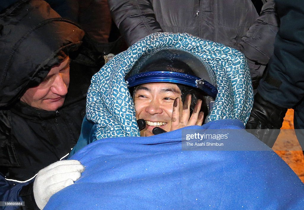 Flight engeneer Akihiko Hoshide of the Japan Aerospace Exploration Agency (JAXA) smiles as he landed on November 19, 2012, near the town of Arkalyk, Kazakhstan. Along with two astronauts, Hoshide rerutned from four months onboard the International Space Station.