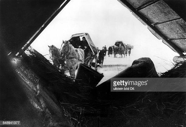 WW II Flight from the eastern German territorries Refugees in East Prussia on icy ground in the winter February 1945