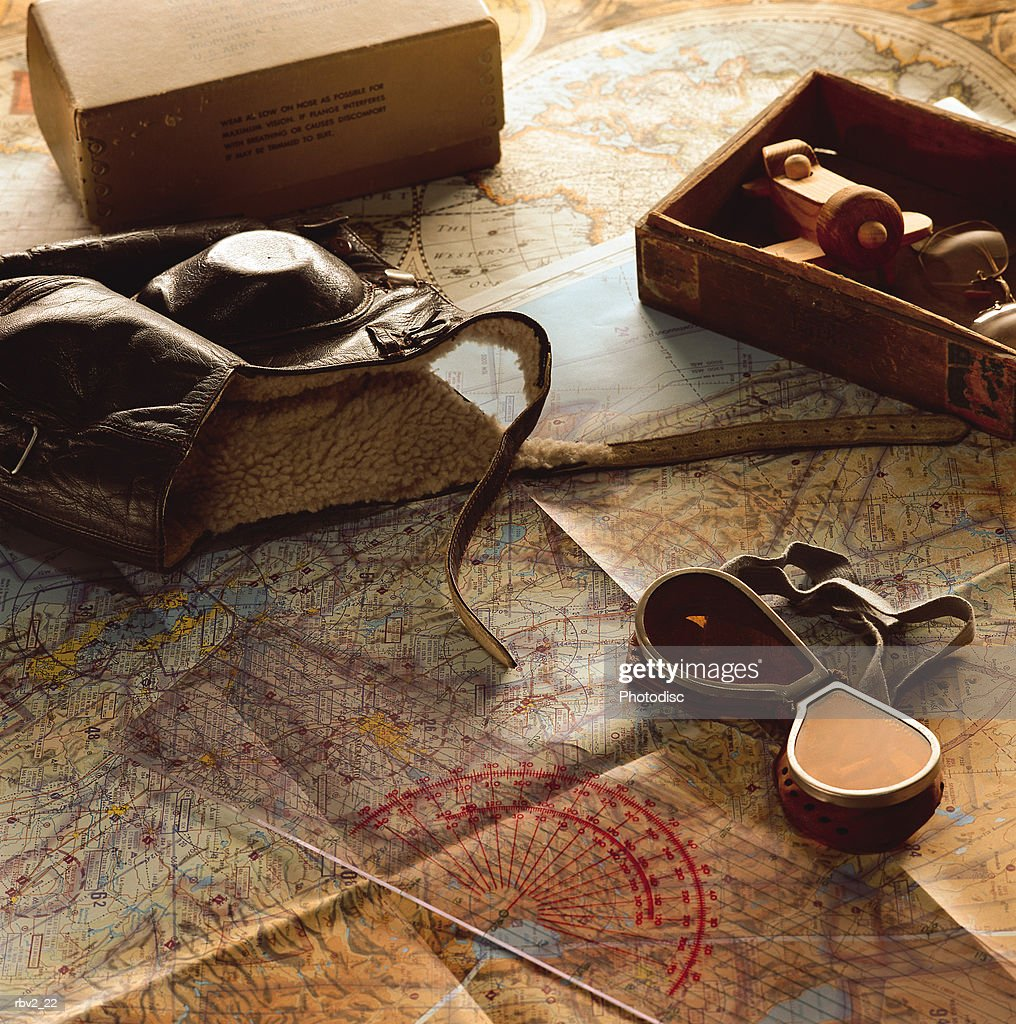 flight gear and maps lay on a flat surface with filled boxes : Foto de stock