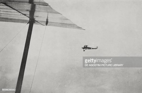 Flight over Vienna, the SVA plane of Commander D'Annunzio and ...