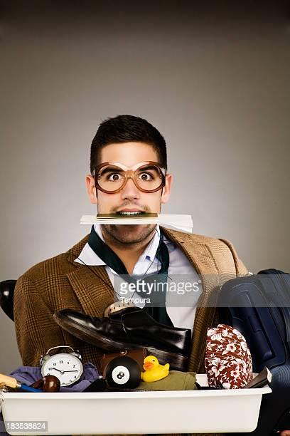 Flug Sicherheit Stress _gestresste Passenger mit passport auf den Mund.