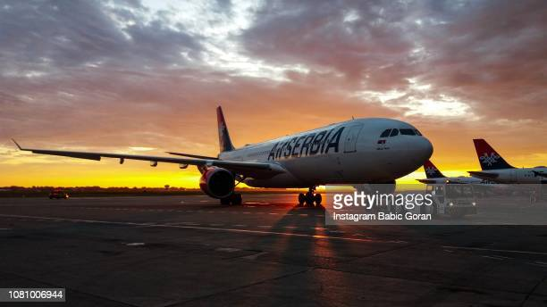 flight to the new york from belgrade - serbia stock pictures, royalty-free photos & images