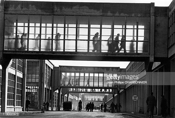 Flins The Renault Factory The Footbridges Leading To The Cafeteria