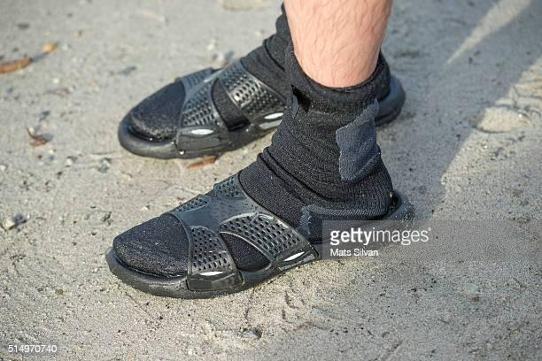 flip flops - sandale stock-fotos und bilder