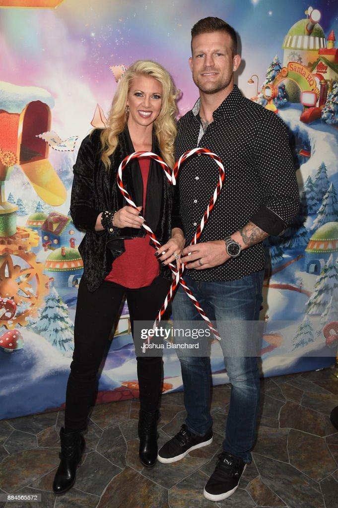 'Flip or Flop Vegas' Stars Bristol and Aubrey Marunde visit HGTV Santa HQ at Los Cerritos Center : News Photo