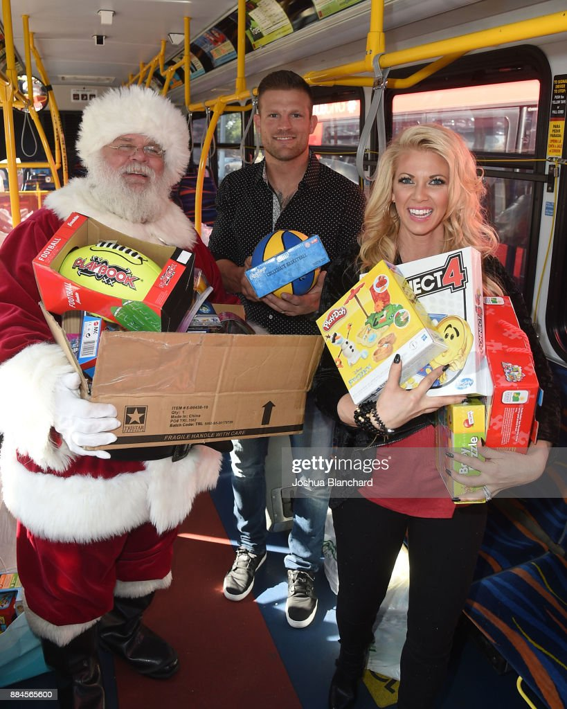 'Flip or Flop Vegas' Stars Bristol and Aubrey Marunde visit HGTV Santa HQ at Los Cerritos Center : News Photo