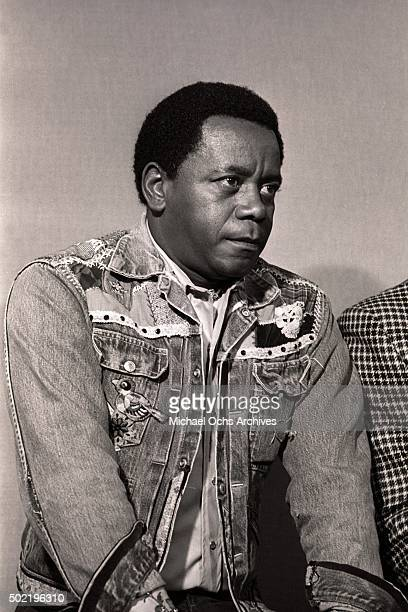 Flip Wilson talks during a press conference before filming NBCTV's The Flip Wilson Show while sitting next to Hank Aaron on October 15 1973 in...