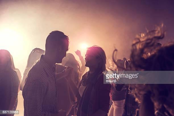 Flirten in eine disco.