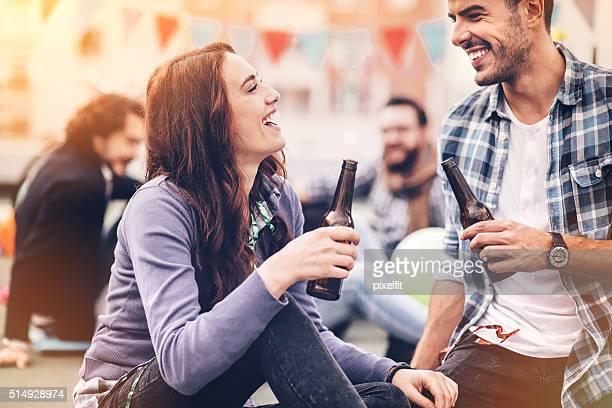 Flirten auf einer Partei