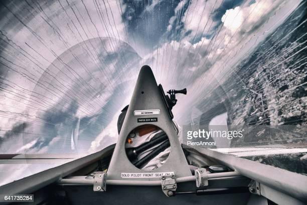 fliying in the rain - aereo ultraleggero foto e immagini stock