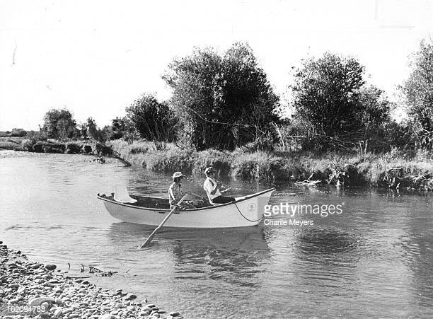 AUG 30 1977 SEP 1 1977 Floating For Fun On The Green River Robbie Garrett guides Jack Dennis along inviting cut bank