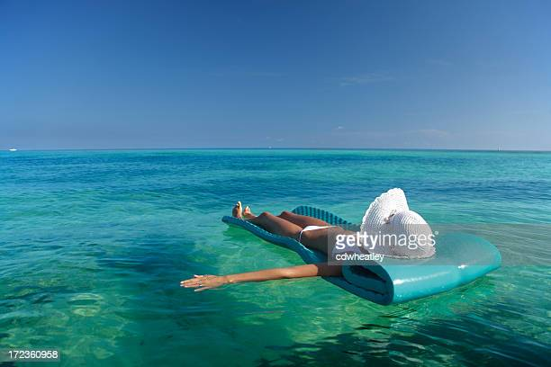 floating in the ocean - gulf coast states stock pictures, royalty-free photos & images