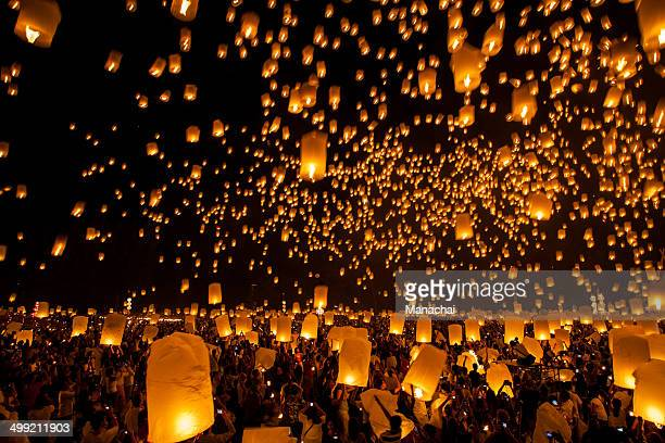 floating lantern  festival in chiengmai - lantern festival stock photos and pictures