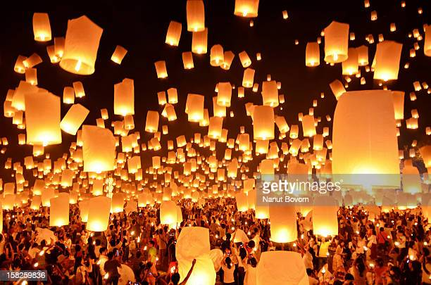 floating lanterns : loi krathong festival in thail - lantern stock photos and pictures