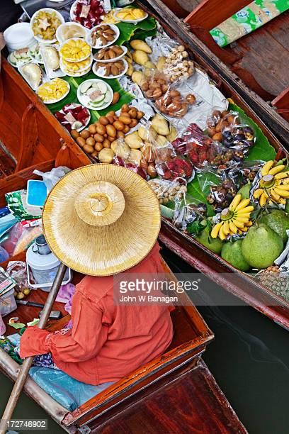 Floating market at  Damnoen Sadoak, Bangkok