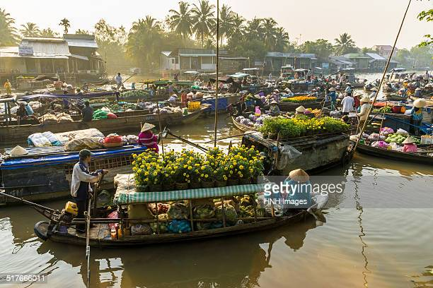 floating market at mekong delta - provinz can tho stock-fotos und bilder