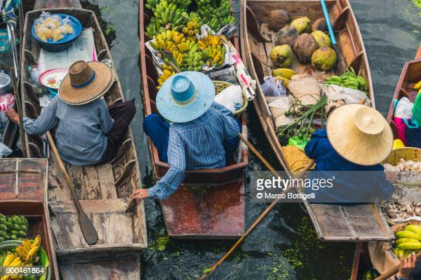 floating market. bangkok, thailand. - asian food stock pictures, royalty-free photos & images