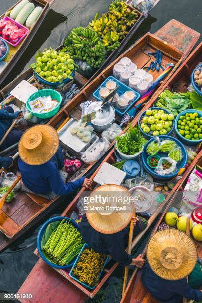 floating market. bangkok, thailand. - floating market stock pictures, royalty-free photos & images