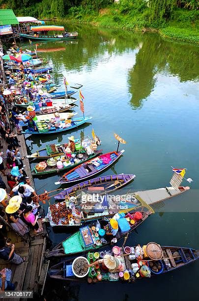 floating market in hatyai, thailand - floating market stock photos and pictures