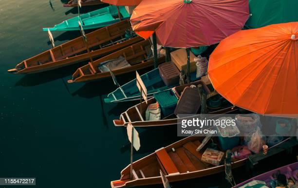 floating market thailand - thaïlande photos et images de collection