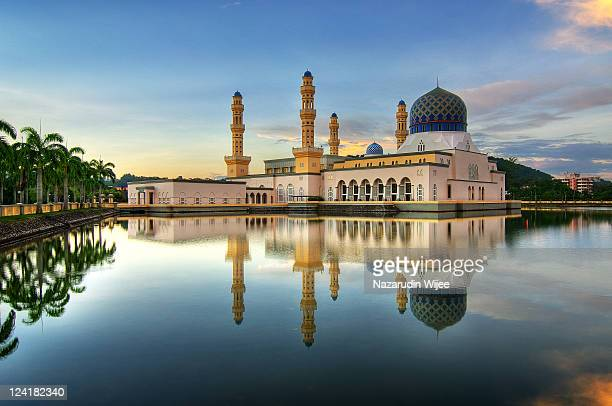 floating mosque called bandaraya mosque - kota kinabalu stock pictures, royalty-free photos & images