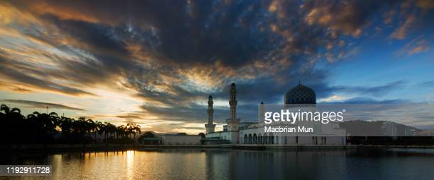 floating mosque with beautiful sunrise in kota kinabalu, sabah, malaysia - kota kinabalu stock pictures, royalty-free photos & images