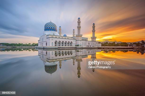 floating mosque with fine reflection - kota kinabalu stock pictures, royalty-free photos & images