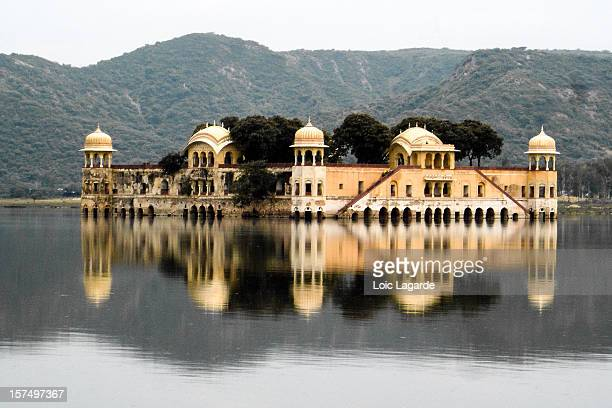 floating palace in jaipur india - lagarde stock photos and pictures
